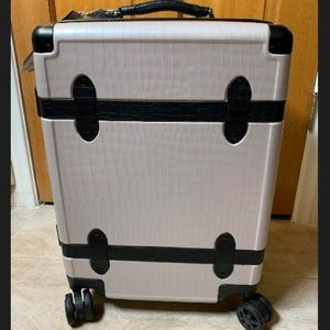 TRNK CARRY-ON LUGGAGE - GREY